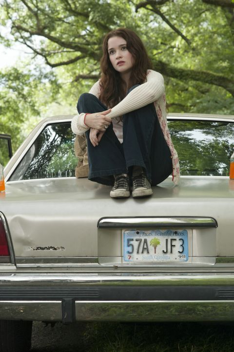 Lena (Alice Englert) wünscht sich nichts mehr, als ein ganz normales Mädchen zu sein. Doch aufgrund eines Familienfluches ist sie alles andere als e... - Bildquelle: 2013 Concorde Filmverleih GmbH