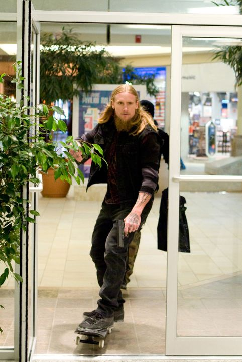 Sorgt für Ärger: Rudolph (Mike Vallely) ... - Bildquelle: 2009 Columbia Pictures Industries, Inc. and Beverly Blvd LLC. All Rights Reserved.