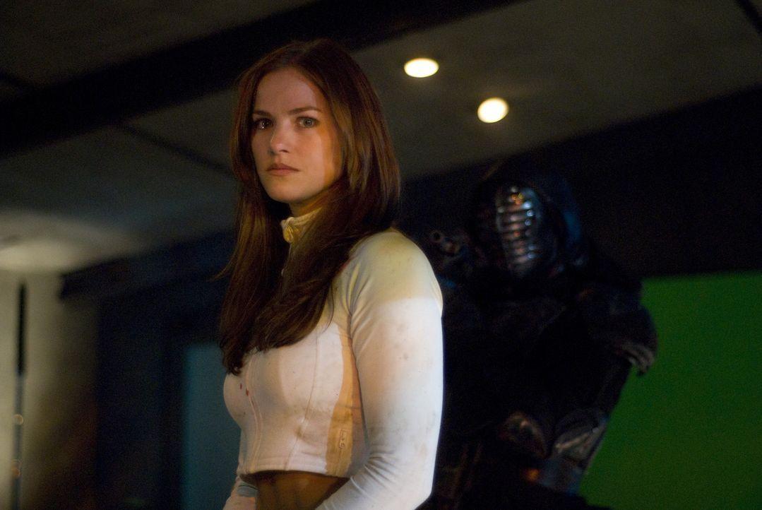 Die geheimnisvolle Christie (Kelly Overton) ist eine gnadenlose Kämpferin. Als sie bei einem Turnier den jungen Jin kennenlernt, verliebt sie sich... - Bildquelle: 2010 CST PRODUCTIONS, LLC   ALL RIGHTS RESERVED