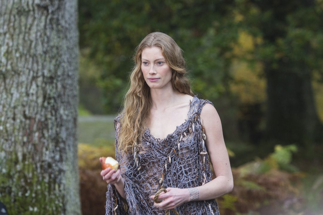 Weiß genau, was sie will: die mysteriöse Aslaug (Alyssa Sutherland) ... - Bildquelle: 2013 TM TELEVISION PRODUCTIONS LIMITED/T5 VIKINGS PRODUCTIONS INC. ALL RIGHTS RESERVED.