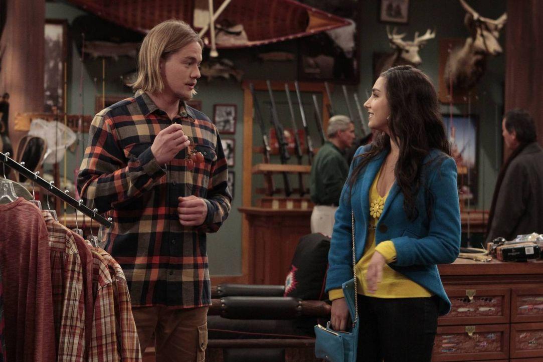 Mandy (Molly Ephraim, r.) bekommt mit, dass Kyle (Christoph Sanders, r.) die Arbeit für ihren Freund mit erledigen muss, weil der keinen Bock darauf... - Bildquelle: 2011 Twentieth Century Fox Film Corporation
