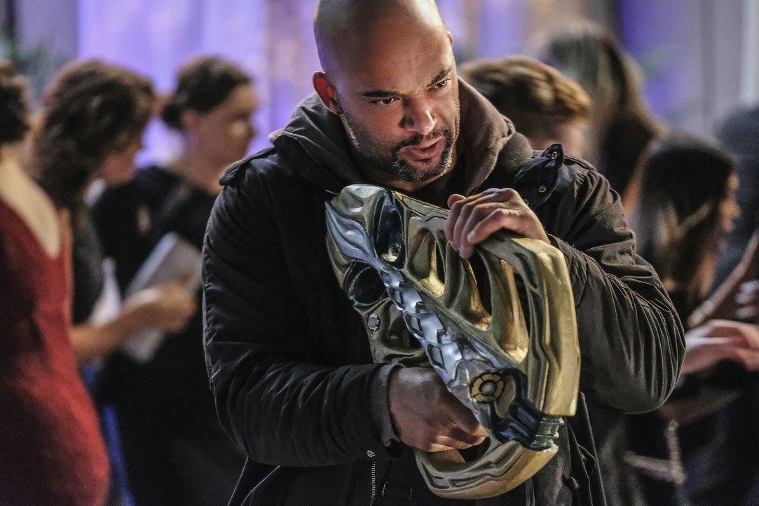 Die neue Gang, die mit tödlichen Alien-Waffen ausgestattet ist, geht absolut skrupellos vor. Ihr Ziel: Supergirl endlich aus dem Weg schaffen ... - Bildquelle: 2016 Warner Bros. Entertainment, Inc.