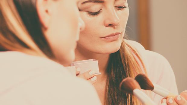 Von Foundation, Puder, Rouge und Co. – wir haben den besten Make-up Pinsel Gu...