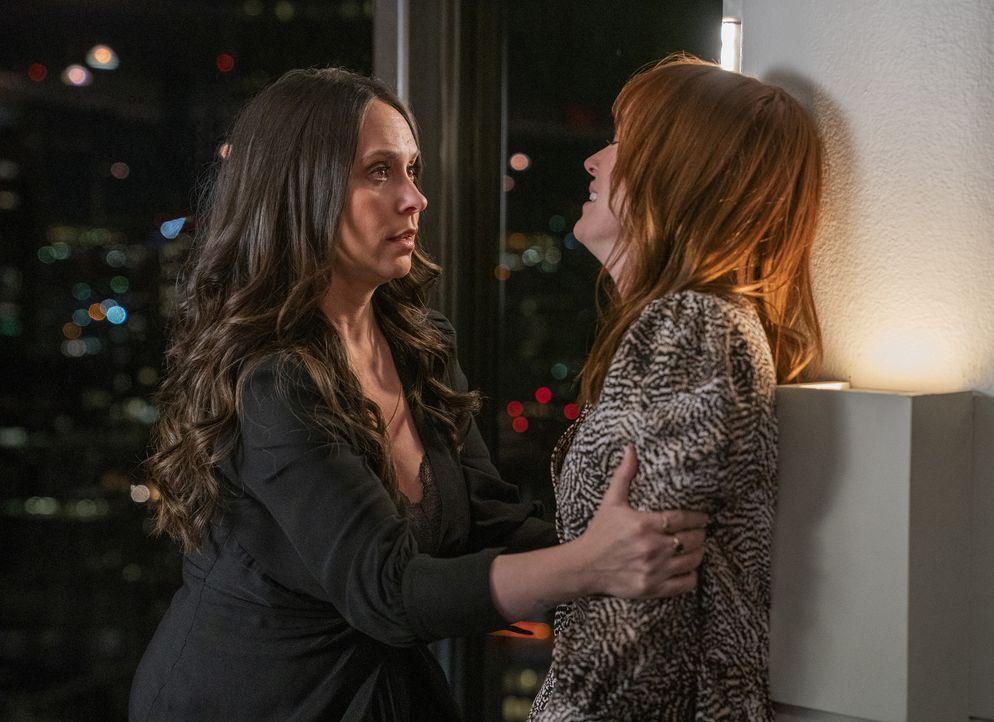 Maddie Kendall (Jennifer Love Hewitt, l.); Wendy (Jess Berry, r.) - Bildquelle: Jack Zeman 2019-2020 Twentieth Century Fox Film Corporation.  All rights reserved. / Jack Zeman