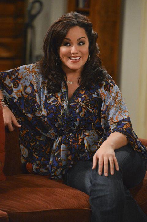 Auch Victoria (Katy Mixon) ist zunächst begeistert davon, dass Molly der berühmten Schriftstellerin J. C. Small Unterstützung anbietet ... - Bildquelle: Warner Brothers