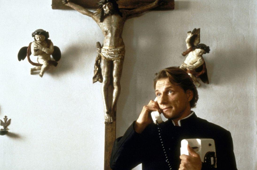 Der katholische Priester Johannes (Richy Müller) übernimmt mit Gottes Beistand auch sehr, sehr ungewöhnliche Aufgaben ... - Bildquelle: ProSieben