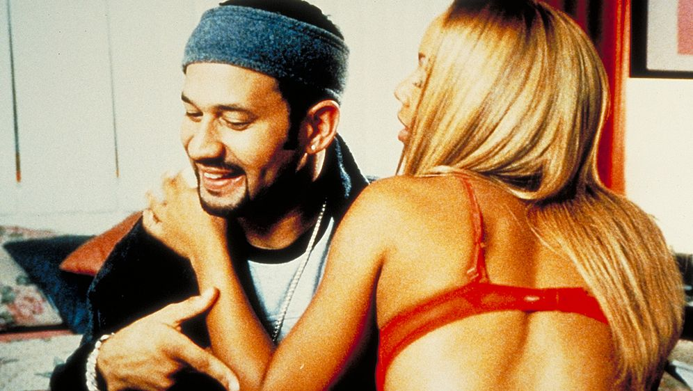 Money, Love & Crime - Bildquelle: 2003 Sony Pictures Television International. All Rights Reserved.