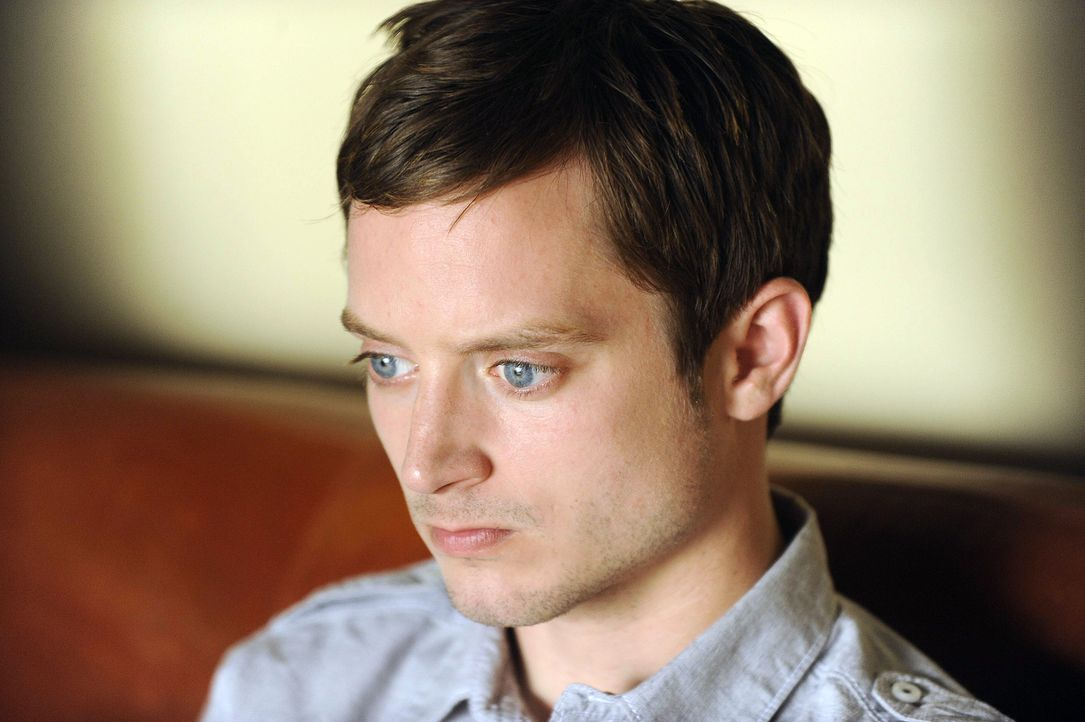 Steckt mal wieder in der Klemme dank Wilfred: Ryan (Elijah Wood) - Bildquelle: 2011 FX Networks, LLC. All rights reserved.