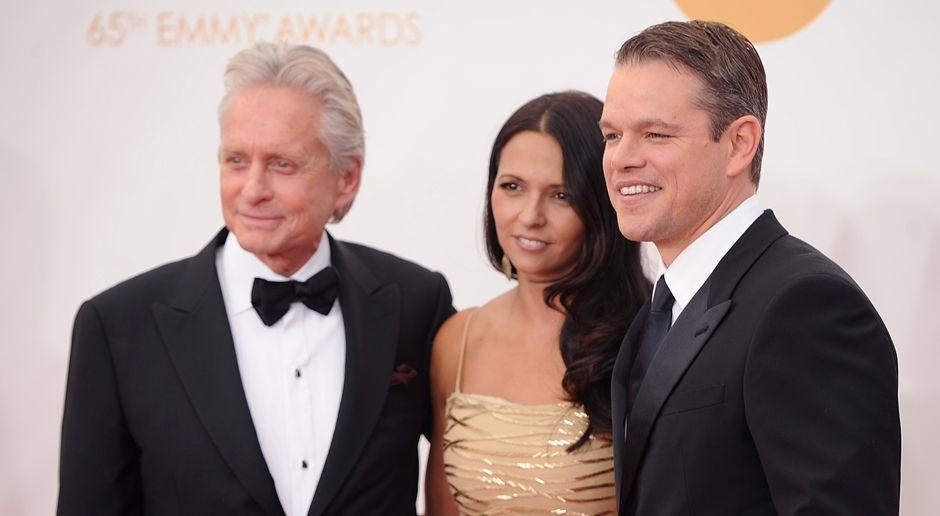 Emmy-Awards-Michael-Douglas-Luciana-Barroso-Matt-Damon-13-09-22-AFP - Bildquelle: AFP