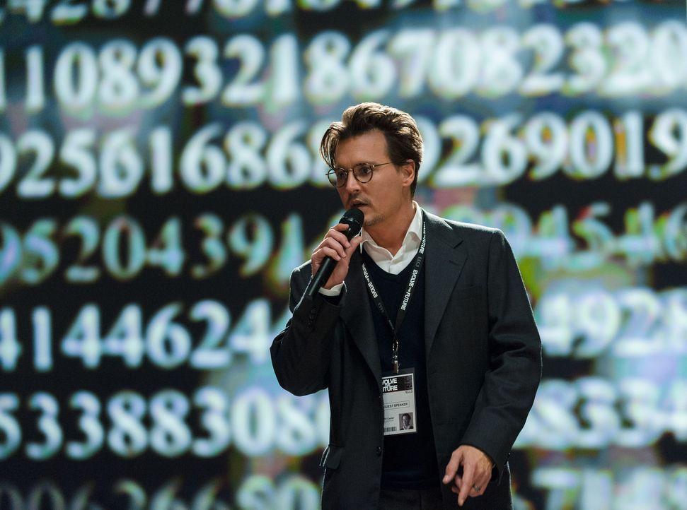 Transzendenz: Als der wissbegierige Wissenschaftler Will (Johnny Depp) sein Gehirn mit einem Computer verschmilzt, wird er zur Gefahr für die gesamt... - Bildquelle: Peter Mountain 2013 Alcon Entertainment, LLC. All Rights Reserved