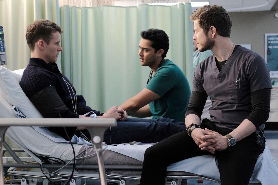 (v.l.n.r.) Tyler Boyd (Cayden Boyd); Dr. Devon Pravesh (Manish Dayal); Dr. Conrad Hawkins (Matt Czuchry) - Bildquelle: Guy D'Alema 2019-2020 Twentieth Century Fox Film Corporation.  All rights reserved. / Guy D'Alema