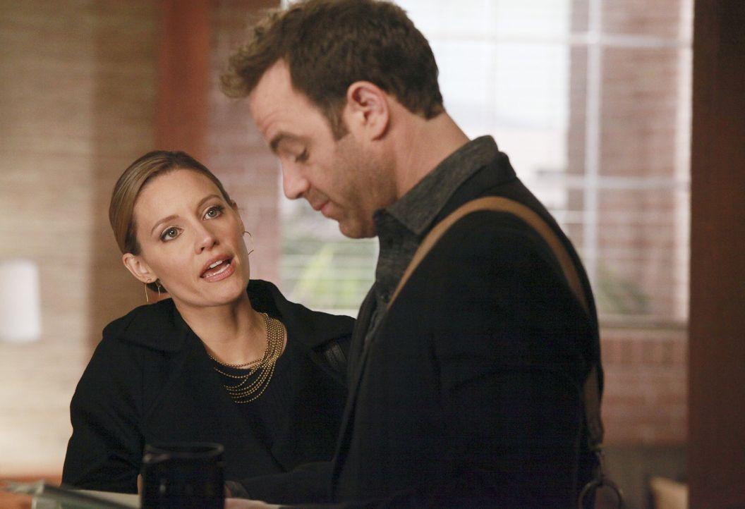 Während Erica und Mason in einen Autounfall geraten, der Cooper (Paul Adelstein, r.) und Charlotte (KaDee Strickland, l.) zwingt, sich eingehender... - Bildquelle: ABC Studios