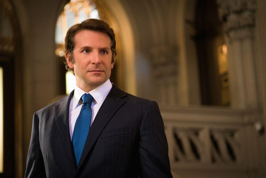 Als Morra (Bradley Cooper) mit Brain Kontakt aufnimmt, kommt dessen Doppelleben ans Licht. Doch wird dies Konsequenzen für Brian haben? - Bildquelle: Michael Parmelee 2016 CBS Broadcasting, Inc. All Rights Reserved