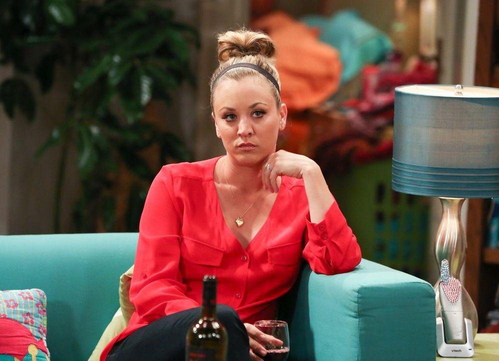 Penny (Kaley Cuoco) ist wütend, weil Leonards Mutter Beverly während ihres Besuchs nur Interesse an den Beziehungen von Amy und Bernadette zeigt. Pe... - Bildquelle: 2016 Warner Brothers