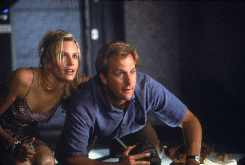 Schon seit langem ist die attraktive Lizzie (Daryl Hannah, l.) in Tim (Jeff Daniels, r.) verliebt, was dem Journalisten allerdings nicht klar ist. D... - Bildquelle: Buena Vista Pictures