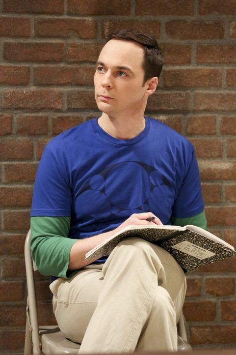 Ganz entspannt schreibt Sheldon (Jim Parsons) in sein Notizbuch, nichtahnend, dass es schon bald einen großen Wirbel um das Buch geben wird ... - Bildquelle: 2016 Warner Brothers