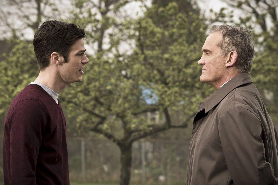 Henry (John Wesley Shipp, r.) will seinen Sohn nicht aufgeben, aber wird er Barry (Grant Gustin, l.) auch in der mysteriösen Zwischenwelt beistehen... - Bildquelle: Warner Bros. Entertainment, Inc.