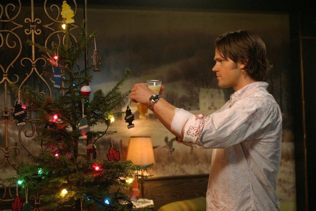 Obwohl er nicht bereit ist, zu akzeptieren, dass Dean bald sterben muss, erfüllt er ihm den Wunsch, ein traditionelles Weihnachtsfest zu feiern: Sa... - Bildquelle: Warner Bros. Television