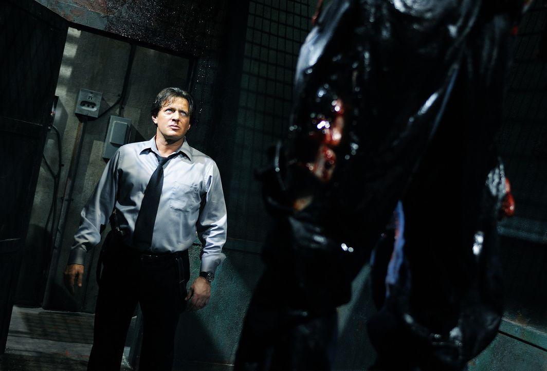 Tappt in eine Falle: Detective Mark Hoffman (Costas Mandylor) ... - Bildquelle: Steve Wilkie Kinowelt GmbH