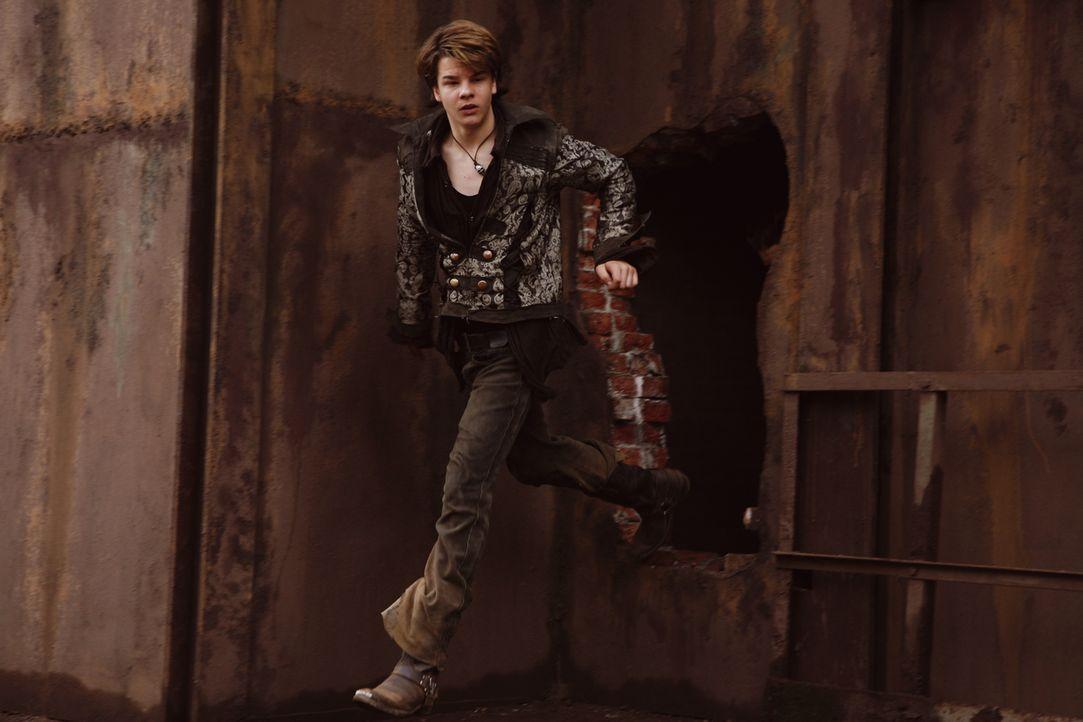 Maxi (Marlon Wessel) will seinen Freund Leon aus den Fängen der Schattensucher befreien. Kein ganz einfaches Unterfangen ... - Bildquelle: Buena Vista International