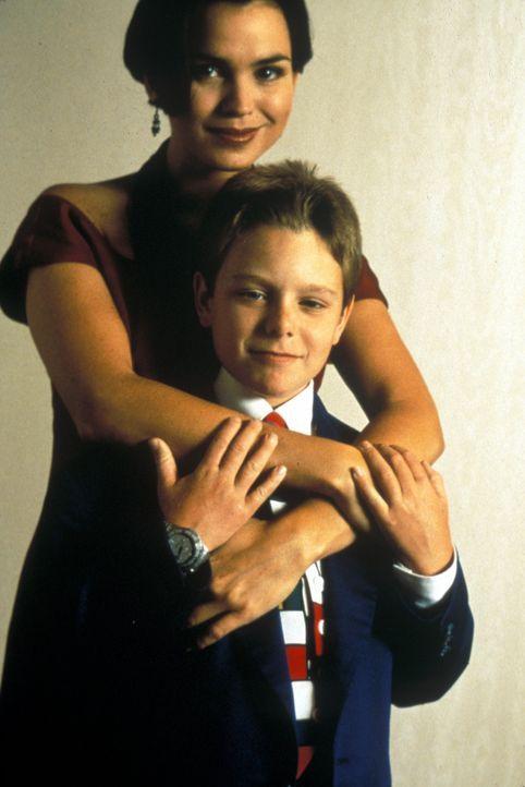 Bereits nach kurzer Zeit erkennt die FBI-Agentin Shay (Karen Duffy, .hinten), dass der erst 11-jährige Preston (Brian Bonsall, vorne) die Gangster a... - Bildquelle: Lorey Sebastian Buena Vista Pictures Distribution, Inc.