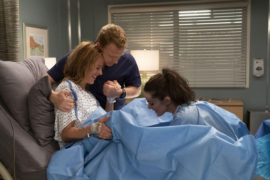 (v.l.n.r.) Dr. Teddy Altman (Kim Raver); Dr. Owen Hunt (Kevin McKidd); Dr. Carina DeLuca (Stefania Spampinato) - Bildquelle: Jessica Brooks ABC Studios / Jessica Brooks