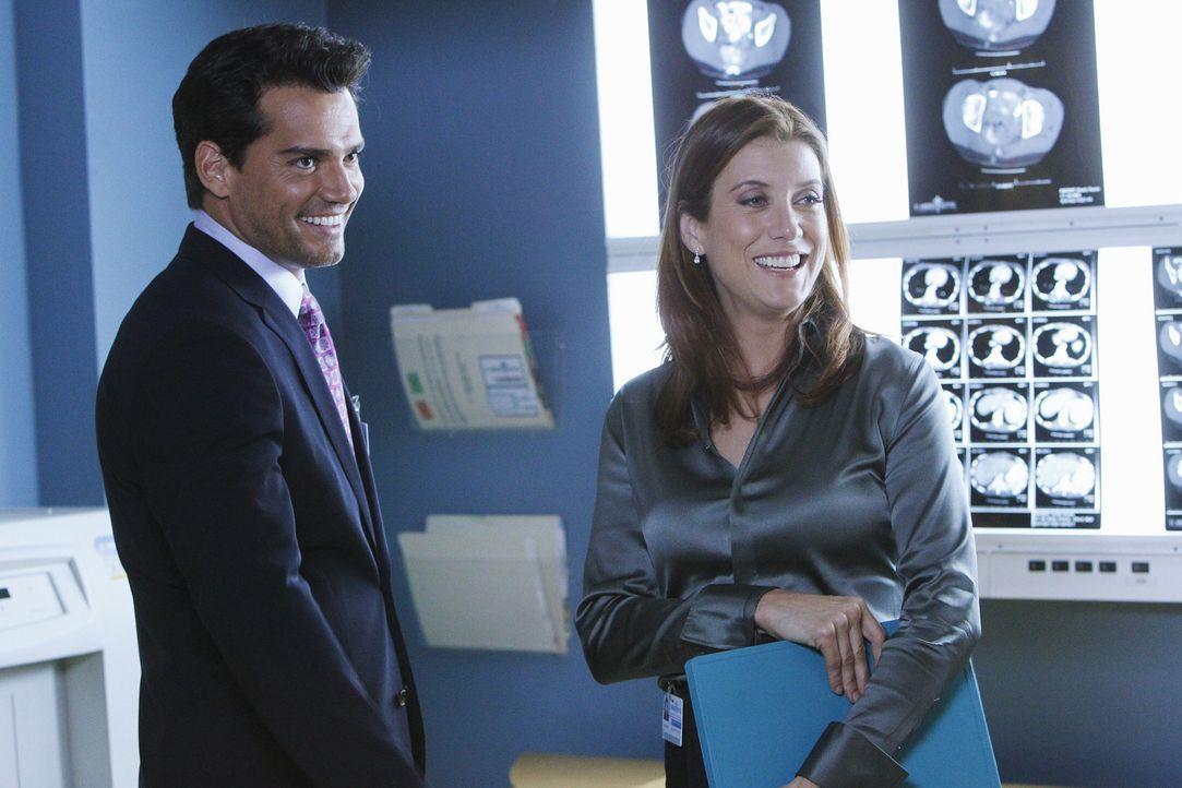 Addisons Mutter Bizzy besteht aggressiv darauf, dass Addison (Kate Walsh, r.) alles dafür tut, um ihre Partnerin zu retten. Was die erneute Arbeit... - Bildquelle: ABC Studios