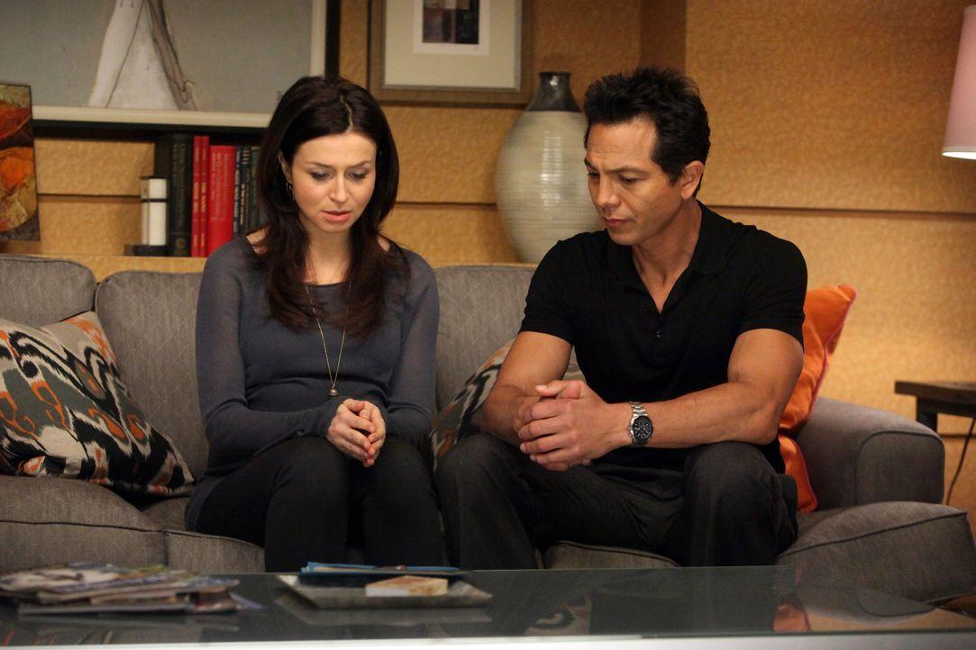 Amelia (Caterina Scorsone, l.) kommt mit ihrer Situation nicht zu Recht und bittet deshalb Jake (Benjamin Bratt, r.) um Hilfe ... - Bildquelle: ABC Studios