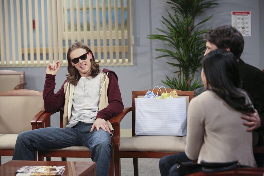 Während Jeff (Ryan Cartwright, r.) und Susan (Lyn Alicia Henderson, 2.v.r.), die künftigen Adoptiveltern, gespannt auf Violets Baby warten, schlägt... - Bildquelle: Warner Brothers Entertainment Inc.
