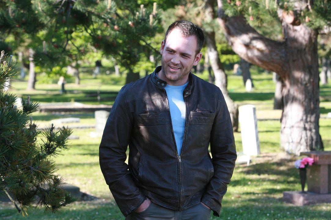 Am Grab seiner ermordeten Schwester trifft Peter (Ty Olsson) auf deren beste Freundin, die ihm von überaus eigenartigen Träumen und Visionen erzählt...