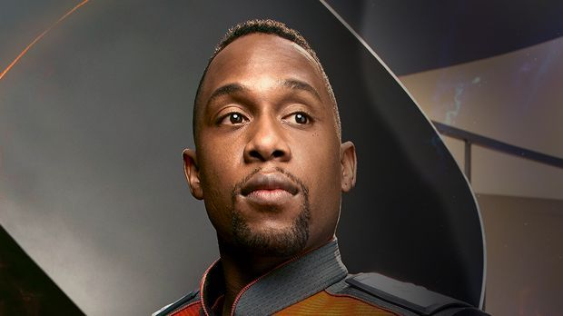 J. Lee spielt Lieutenant John Lamarr in The Orville