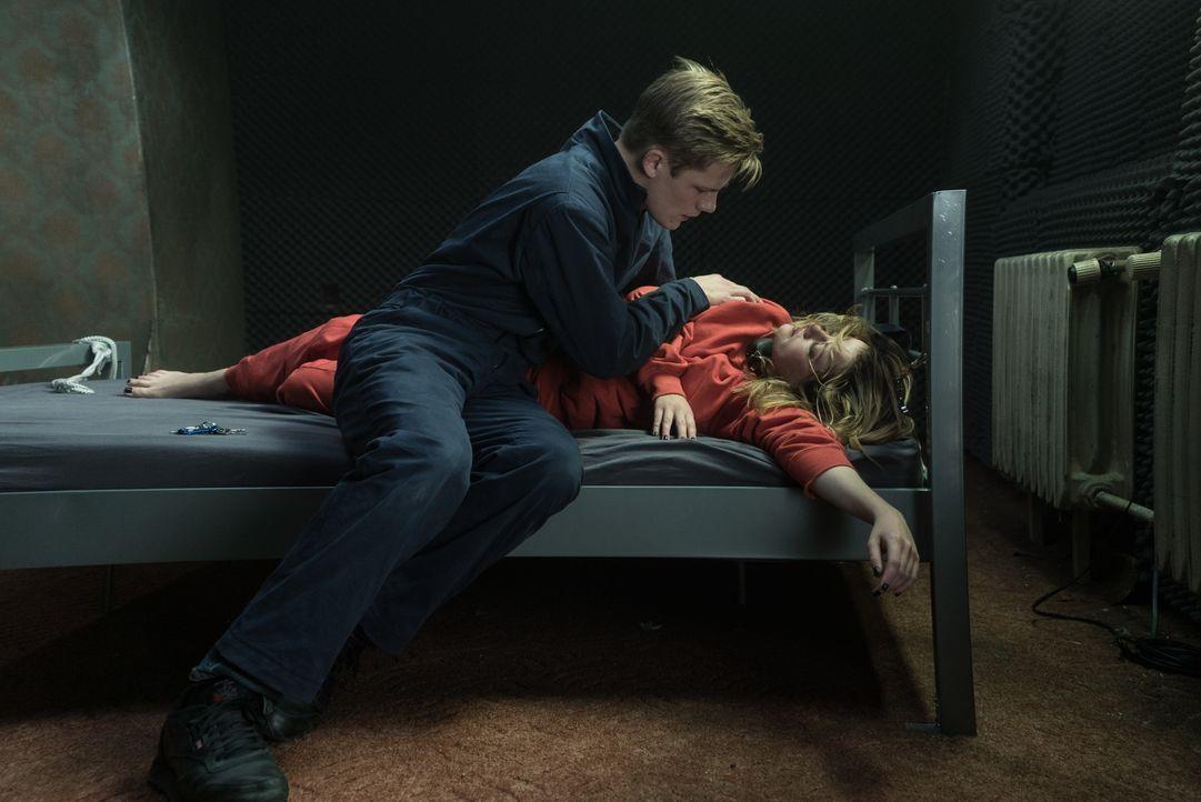 Tom (Max von der Groeben, l.); Stella (Jella Haase, r.) - Bildquelle: Stephanie Kulbach Ferberfilm / Stephanie Kulbach