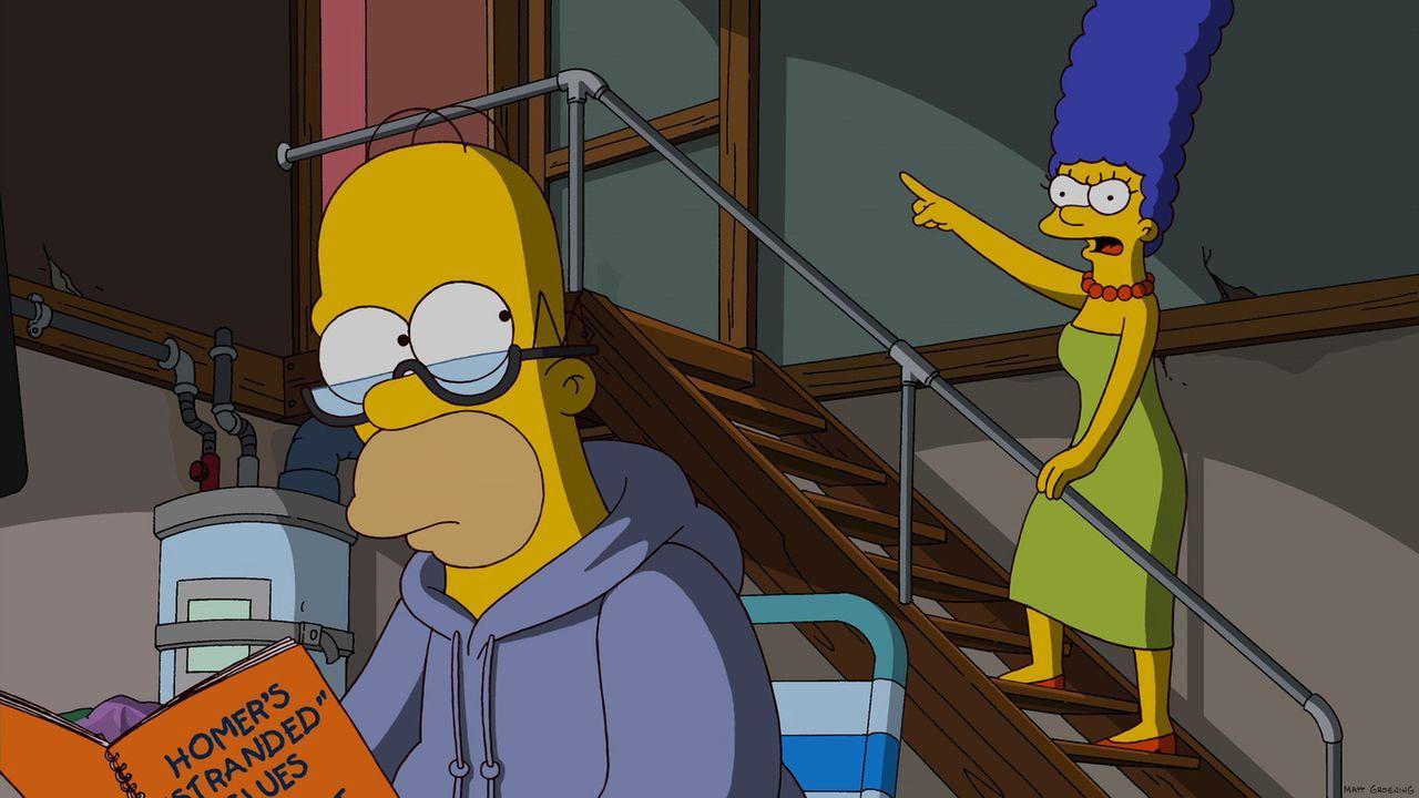 Homer (l.) kauft sich ein Fitness-Gerät mit einem eingebauten Fernseher. Schon bald hört er auf, darauf zu trainieren und guckt nur noch faszinier... - Bildquelle: und TM Twentieth Century Fox Film Corporation - Alle Rechte vorbehalten