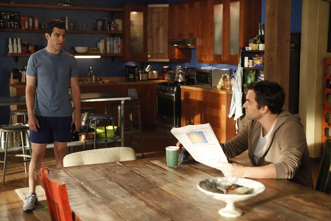 Während Schmidt (Max Greenfield, l.) und Nick (Jake M. Johnson, r.) wegen der Reparatur der Toilette aneinander geraten, tritt Winston in Jess' Han... - Bildquelle: 20th Century Fox