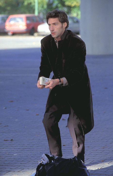 Franziska Neymann ist entführt worden. Bei der Geldübergabe verliert ihr Mann Daniel (Benjamin Sadler) die Nerven ... - Bildquelle: ProSieben/Rabold