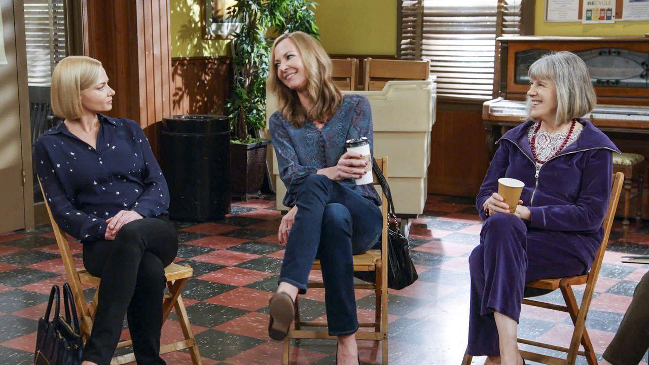 (v.l.n.r.) Jill (Jaime Pressly); Bonnie (Allison Janney); Marjorie (Mimi Kennedy) - Bildquelle: Warner Bros. Entertainment, Inc.