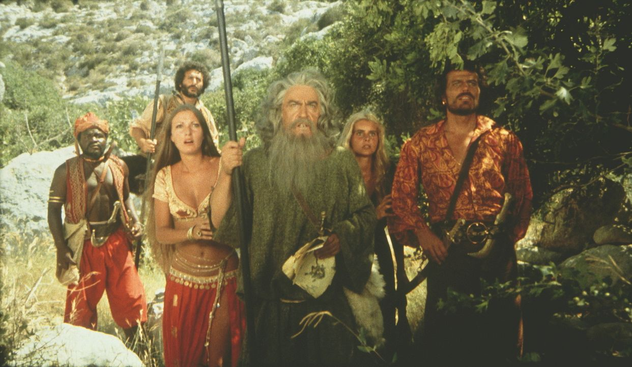 Sindbad (Patrick Wayne, M.) und seine Freunde befürchten, dass Zenobia vor ihnen am Schrein angelangt ist ... - Bildquelle: Columbia Pictures