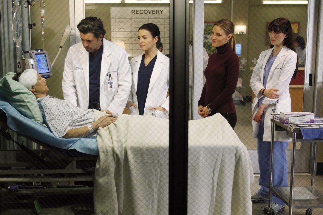 Während Sam eine bekannte Patientin behandelt, reisen Cooper und Charlotte (KaDee Strickland, 2.v.r.) mit Erica (A.J. Langer, l.) ins Seattle Grace... - Bildquelle: ABC Studios