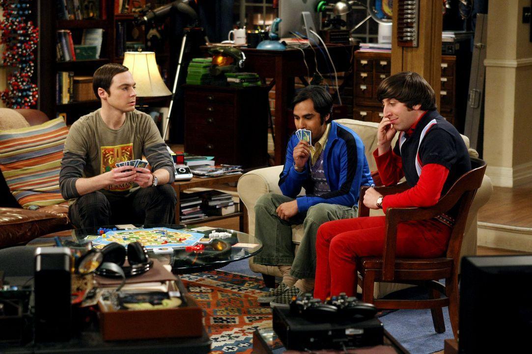 Sheldon (Jim Parsons, l.), Rajesh (Kunal Nayyar, M.) und Howard (Simon Helberg, r.) verstehen gar nicht, warum sich Leonard wieder auf Penny einlass... - Bildquelle: Warner Bros. Television