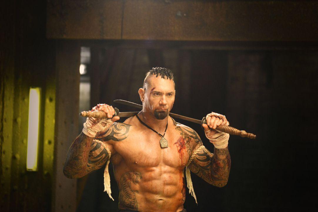 Thaiboxer Tong Po (Dave Bautista) gilt als unschlagbare Legende, doch nachdem er bei einem Kampf seinen Gegner ermordet hat, sinnt dessen Bruder auf... - Bildquelle: Elite Entertainment Group