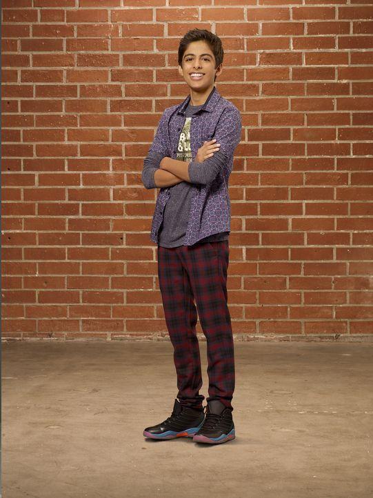 Der einzige Freund von Cleo, George (Karan Brar), ist ein richtiger Nerd. Wenn er nicht gerade Zeit mit ihr oder seinen Experimenten verbringt, lebt... - Bildquelle: 2015 Disney Enterprises, Inc. All rights reserved.