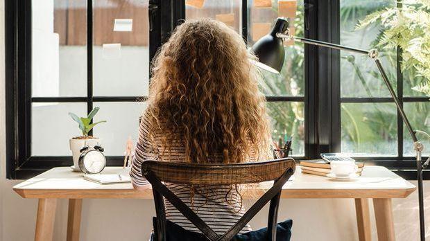 Der V-Schnitt ist ideal bei lockigen Haaren – warum diese Frisur so perfekt i...