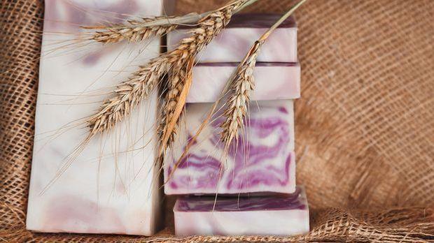Was genau sind die Inhaltsstoffe von natürlicher Haarseife und festem Shampoo...