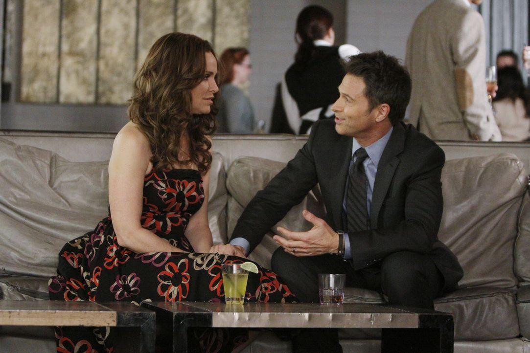 Während Violet (Amy Brenneman, l.) mit einer schlechten Buchkritik zu kämpfen hat, behandeln Addison und Pete (Tim Daly, r.) eine Patientin, die s... - Bildquelle: ABC Studios
