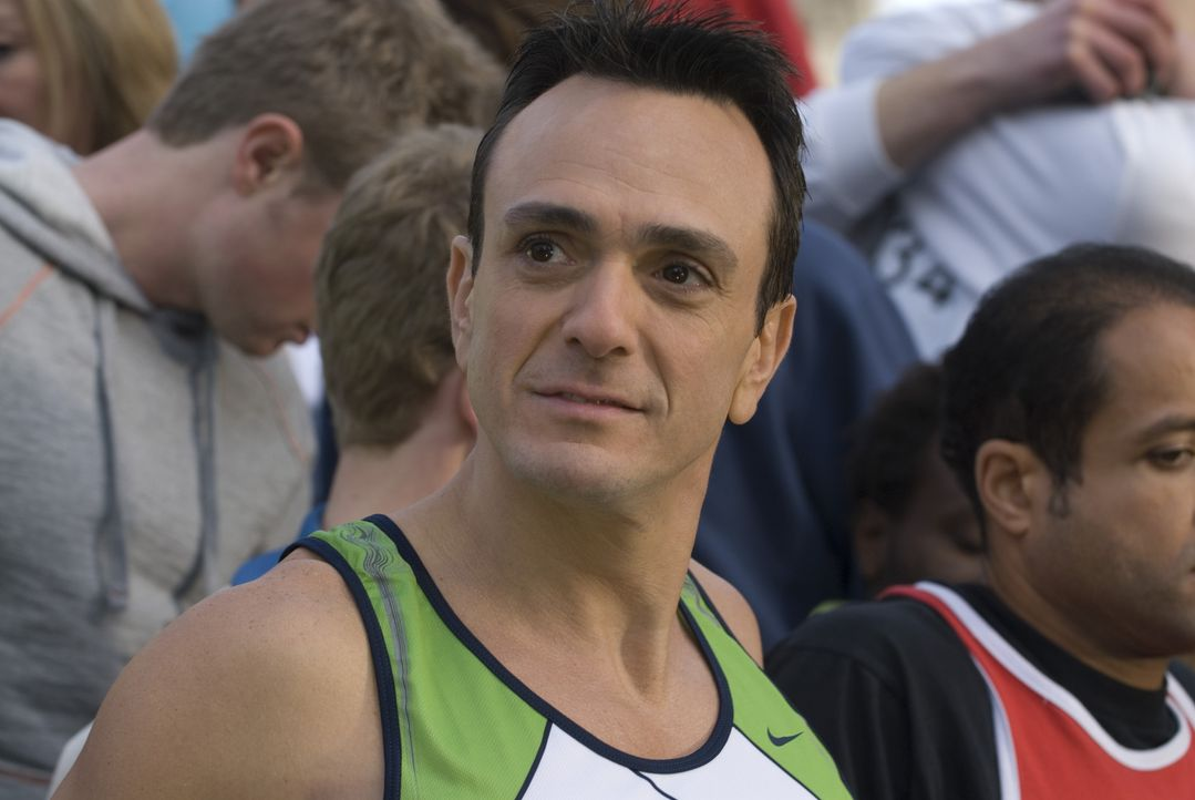 """Als Dennis erfährt, dass sein Nebenbuhler Whit (Hank Azaria) den Marathon """"Nike-River-Run"""" laufen will, beschließt er, selbst an diesem Rennen entla... - Bildquelle: 2008 Warner Brothers"""