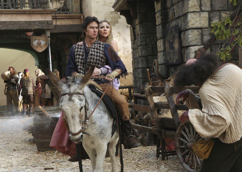 Die Prinzessin (Sarah Chalke, hinten) und der Dorftrottel (Zach Braff, vorne) machen sich auf den Weg, eine Magd zu befreien ... - Bildquelle: Touchstone Television