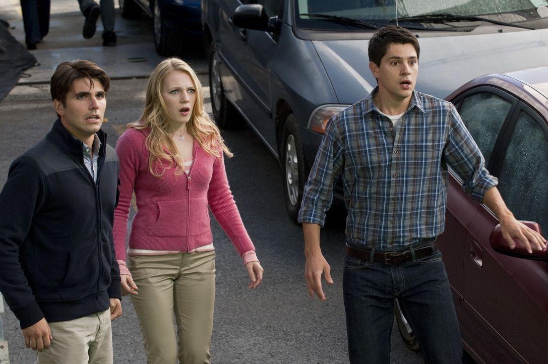 (v.l.n.r.) Peter (Miles Fisher); Molly (Emma Bell); Sam (Nicholas D'Agosto) - Bildquelle: Warner Bros.