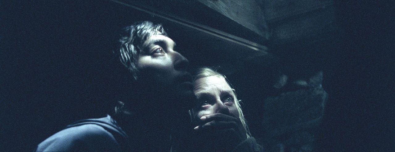 Ein Wochenendtrip gerät zu einem nicht enden wollenden Alptraum für Magnus (Pal Stokka, l.) und Hedda (Ida Marie Bakkerud, r.) ...