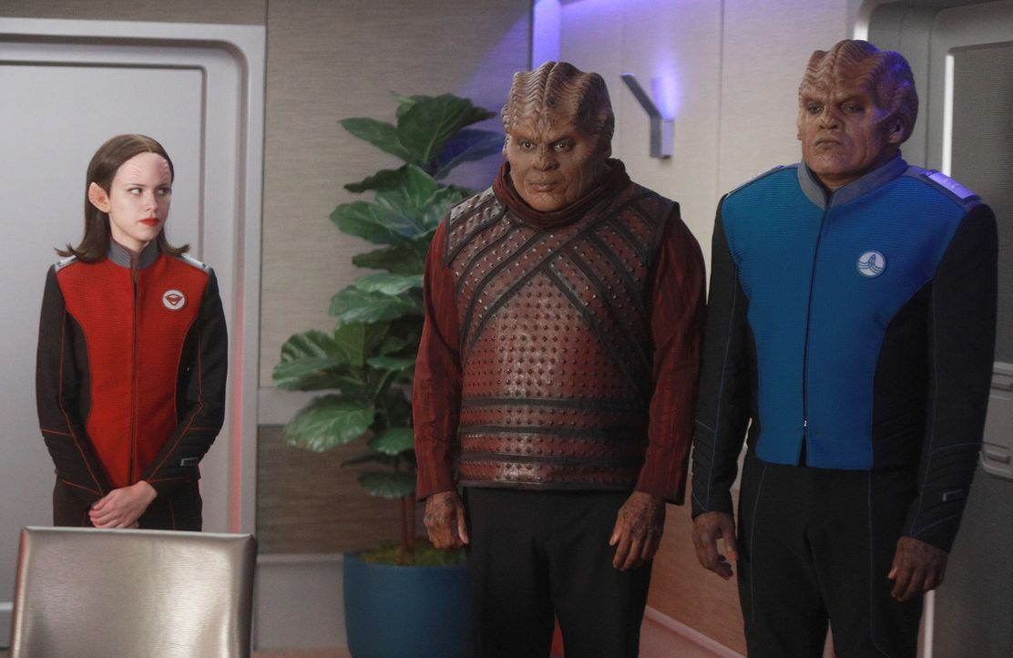 (v.l.n.r.) Lieutenant Alara Kitan (Halston Sage); Klyden (Chad L. Coleman); Lieutenant Commander Bortus (Peter Macon) - Bildquelle: 2019 Twentieth Century Fox Film Corporation. All rights reserved.