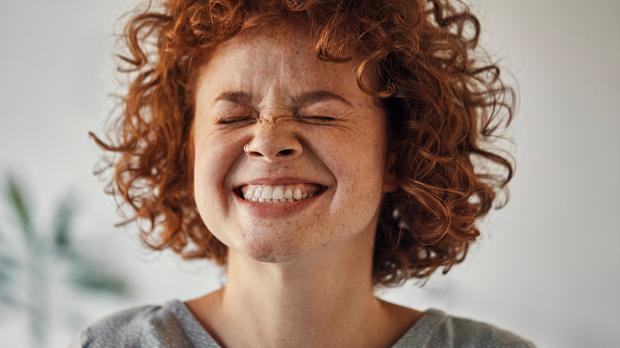 Strahlend weiße Zähne – ja, das geht auch ohne Bleaching-Behandlung und zwar...